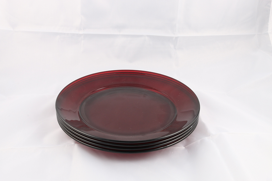 Small Opaque Red Plates Image