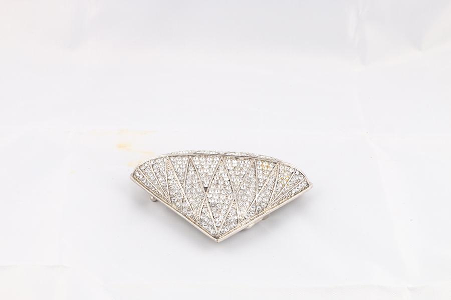 Diamond-shaped Gemstone Belt Buckle Image
